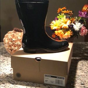 Brand New UGG Sienna Black (glossy)Rainboots Wmns7